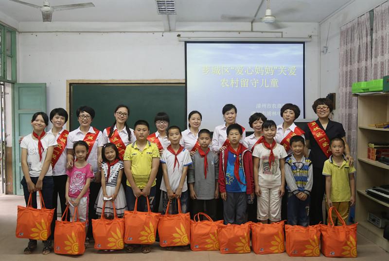 """节来临之际,漳州农商银行积极与辖内浦林小学联合开展""""爱心妈妈""""结对图片"""