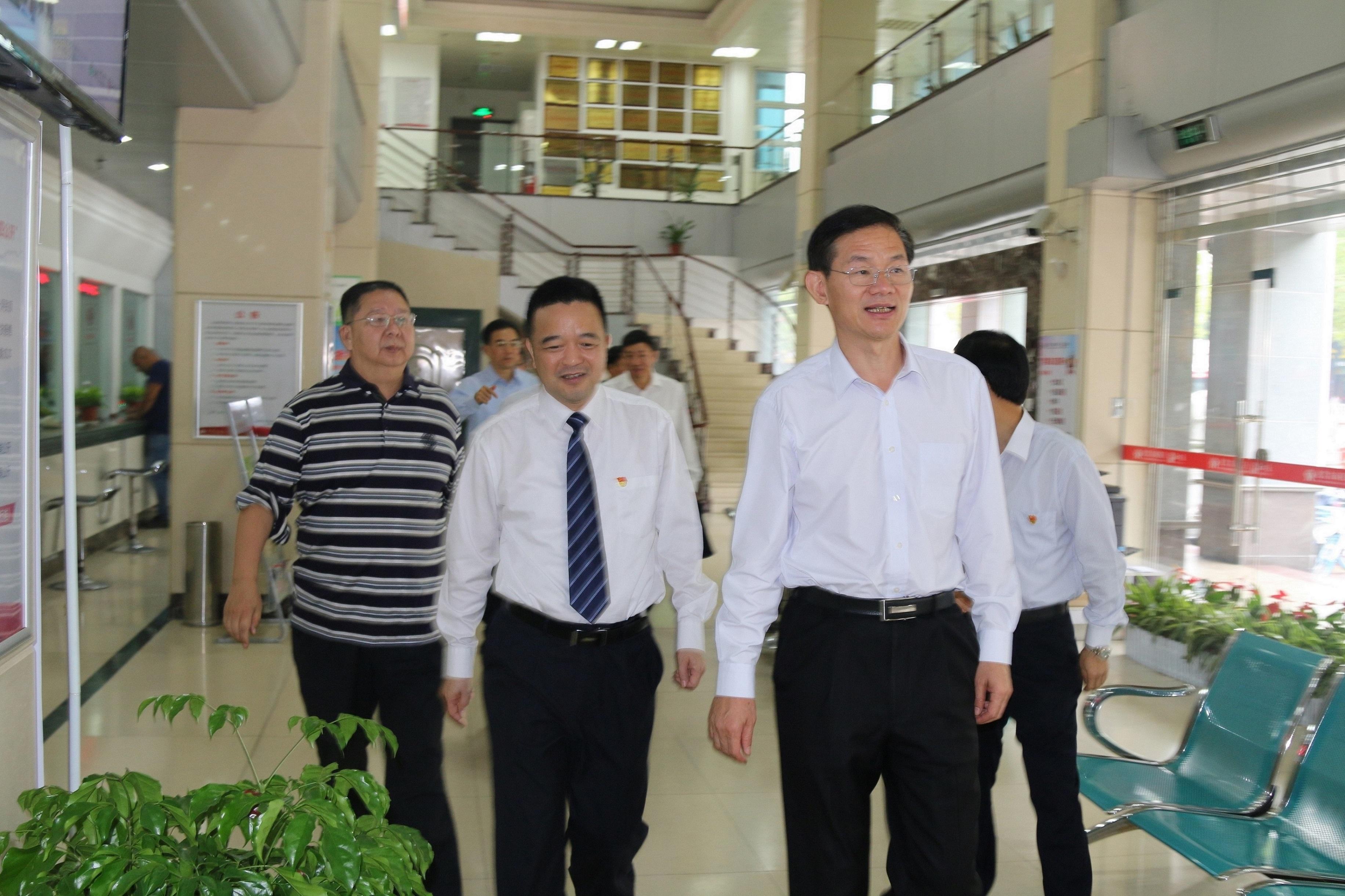 龙岩市市长林兴禄一行莅临龙岩农商银行调研指导