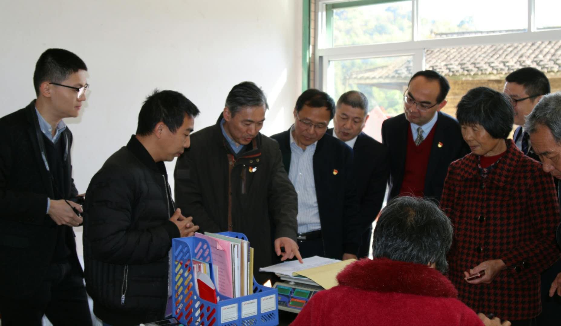人民银行福州中心支行吕进中副行长赴龙岩农商银行农村普惠金融示范点开展调研